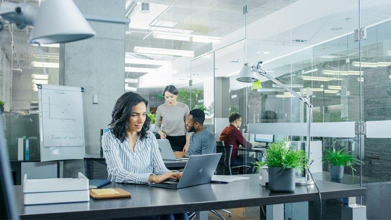 Büro & Verwaltung - Arbeitsplatz in Büro