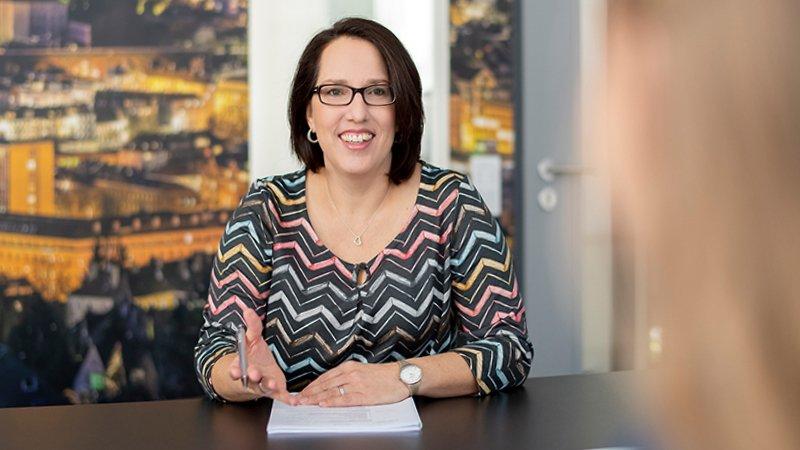 Jobportal - HR Mitarbeiterin führt Bewerbungsgespräch