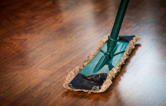 Met deze tip wordt de vloer helemaal schoon